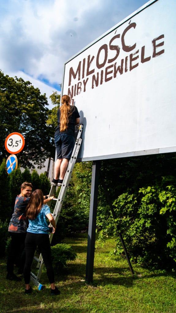 Z poezją namury malowanie billboardu